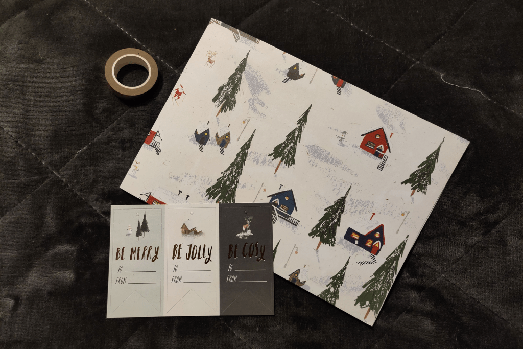 Christmas gift wrapping kit from the Papergang November 2019 stationery box